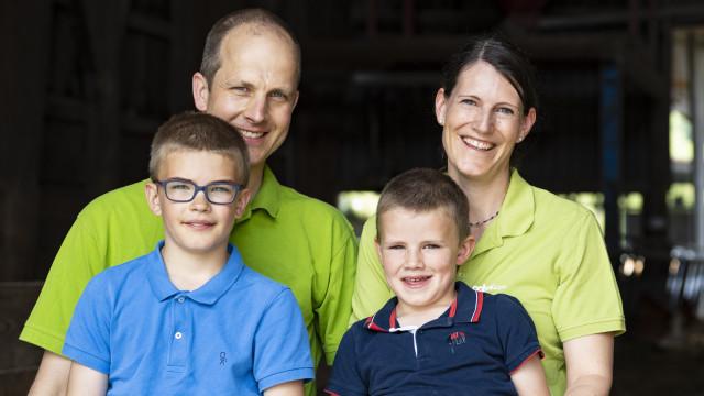 Markus und Regula Hauenstein mit ihren Söhnen Gabriel und Julian